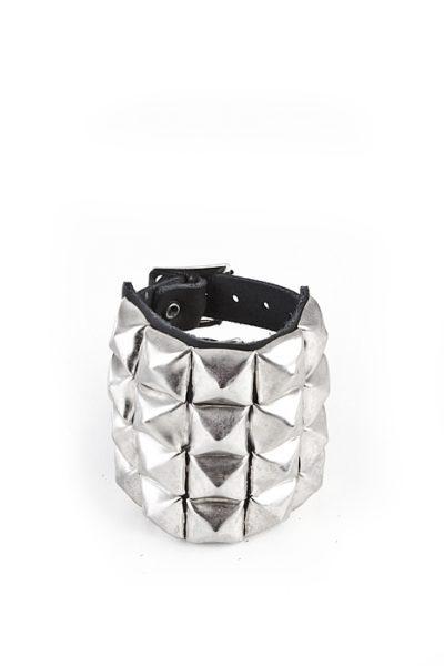 4-Row Pyramid-Wristband Black