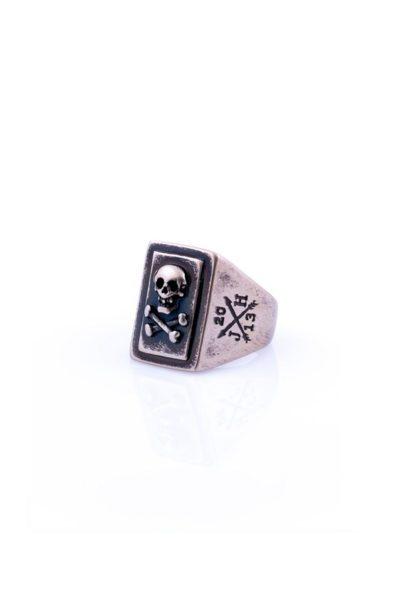 jernhest-ring-roger-brass