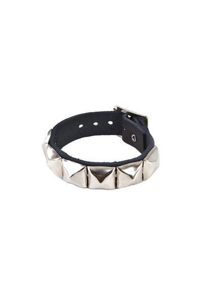randomizer 1 row pyramid wristband black