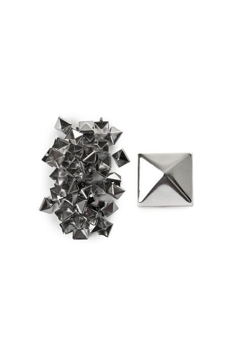 100-Pack Silver Pyramid Studs Large Newstyle