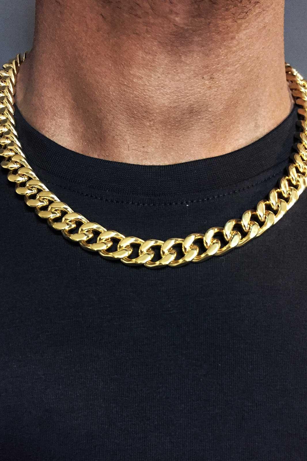 Necklace Moskva Gold på modell