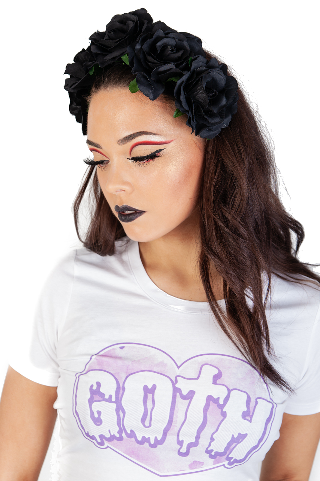 Large Black Flower Headband är ett vackert, gotiskt hårband. Dekorerat med svarta rosor med blad på ett resårband.