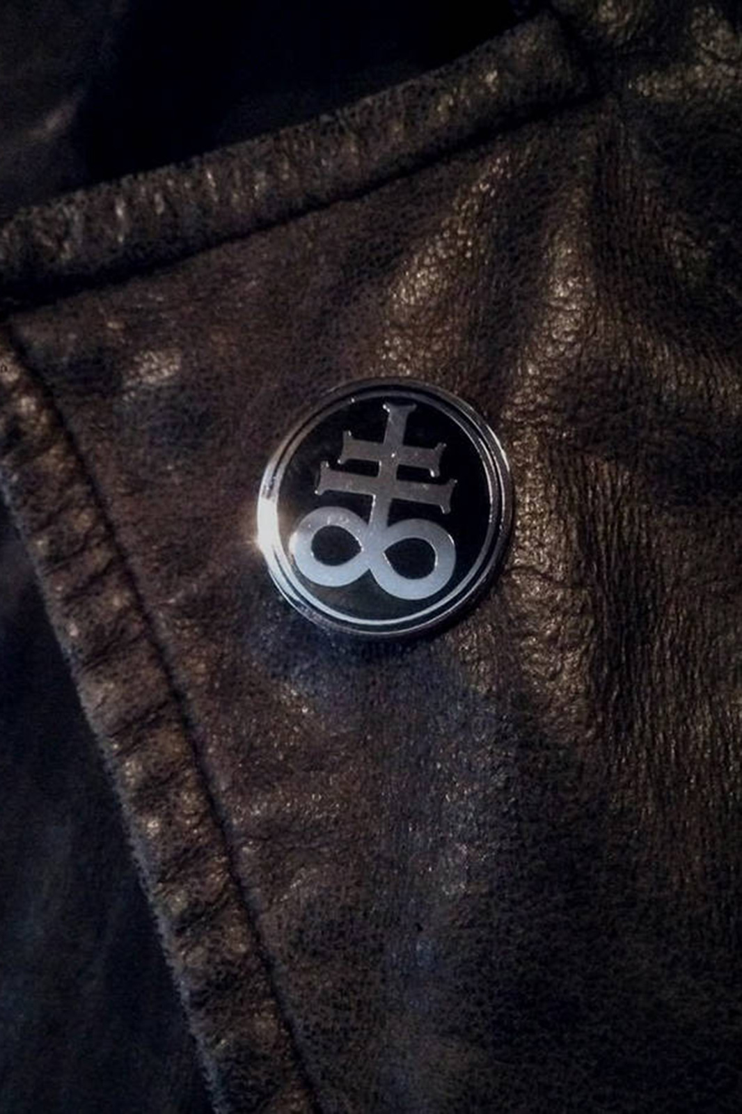 Badge Leviathan Cross
