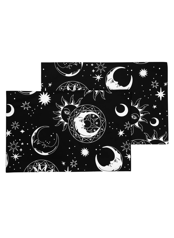 Astral Light, örngott från Killstar som kommer i två pack. Mjukt tyg med astrala symboler som sol, måne och stjärnor.